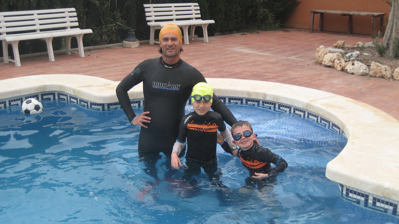 1er baño del año: 31 de marzo de 2.011. ¡Con un par!...de niños.